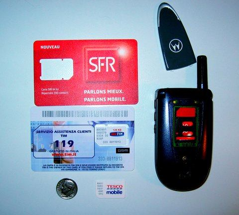 Motorola V66 Cellphone and SIM Cards from Tesco, SFR and TIM